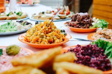 Insonnia, stanchezza e sbalzi d'umore: come curarli col cibo