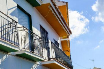 Ringhiere e divisori balconi in condominio: come si divide la spesa?