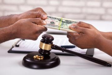 L'investigatore può far annullare l'assegno di mantenimento?