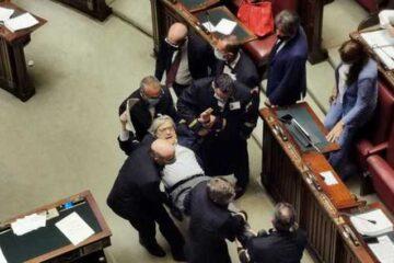 Vittorio Sgarbi espulso dalla Camera