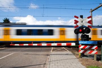È vietato il sorpasso di veicoli fermi ai passaggi a livello?