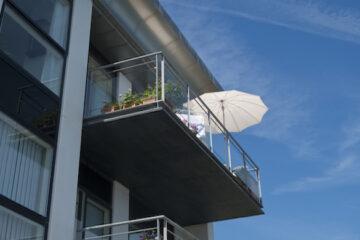 8 cose che non si possono fare dal balcone di casa