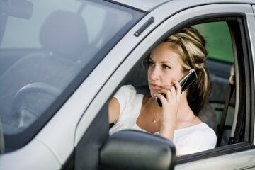 Cellulare alla guida: sanzioni e multe
