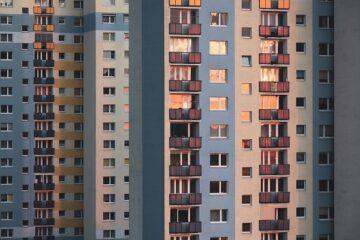 Condominio con due scale: pagano entrambe per la ristrutturazione?