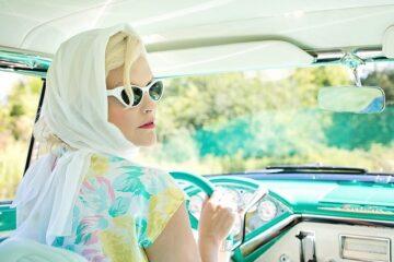 10 cose da evitare quando guidi un'auto