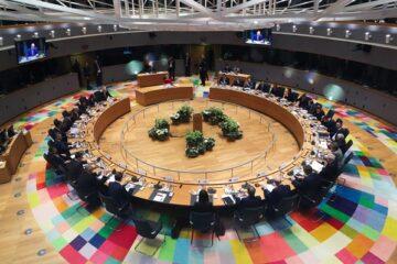 Aiuti Ue: si cerca l'accordo prima che riaprano le Borse