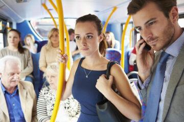 Mano morta nei bus: cosa si rischia