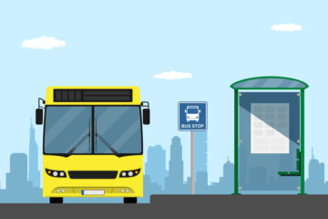 È vietato il sorpasso di un autobus fermo per salita e discesa passeggeri?