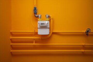 Tubi del gas privati nel cortile condominiale