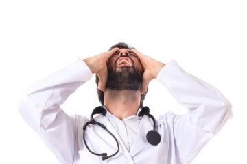Medico in visita domiciliare: può contestare una multa?