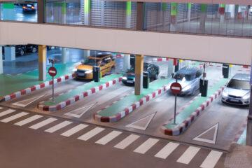 Auto danneggiata in parcheggio custodito: cosa fare