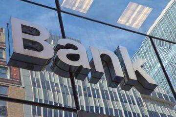 Funzionario di banca intasca soldi versati: che fare?