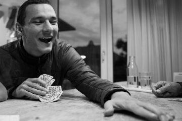 Giocare soldi a carte in casa con gli amici è reato?
