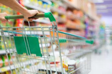 Si può prendere un carrello del supermercato e allontanarsi?