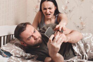 Sottrarre il telefono alla moglie è rapina?