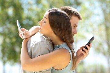 Mandare sms a uno sconosciuto non basta per tradire