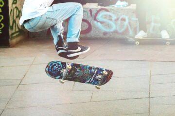 Skateboard in strada: è legale?
