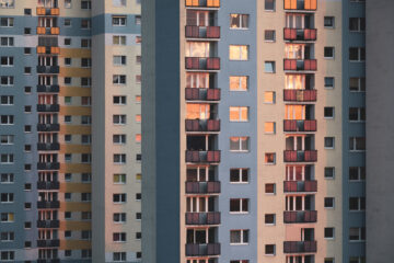 Condominio: chi paga la chiusura dei balconi?
