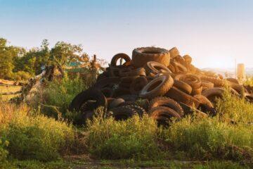 Abbandono rifiuti nel proprio terreno: cosa fare?