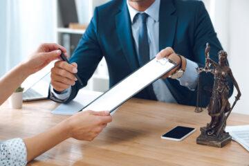 Che succede se non si paga l'avvocato?