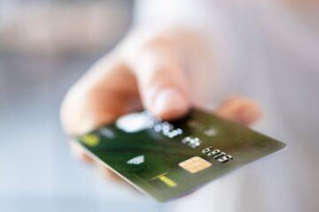 Quali pagamenti è meglio fare con bonifico o carta?