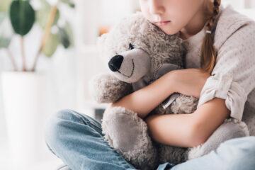 Depressione nell'infanzia e nell'adolescenza: sintomi, cause e terapia