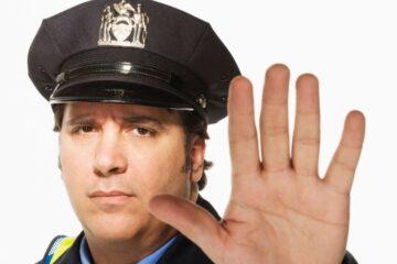 La polizia può fermarmi senza motivo?