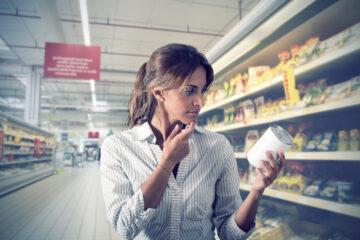 Cosa rischia chi sostituisce l'etichetta del prezzo al supermercato?