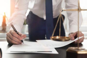L'avvocato che guadagna poco dove paga i contributi?