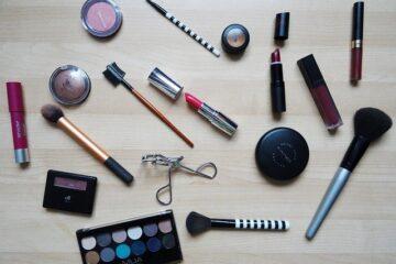 Scadenza cosmetici: cosa dice la legge?
