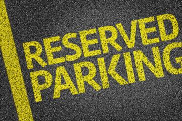 Parcheggi riservati ai dipendenti comunali: sono legittimi?
