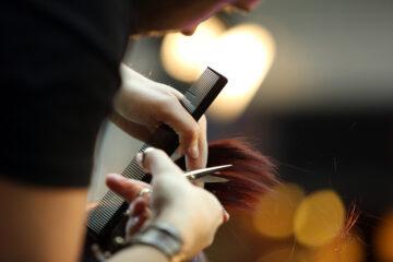 Risarcimento danni per taglio capelli sbagliato: possibile?