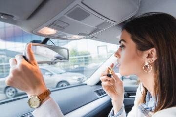 8 cose che non si possono fare in auto