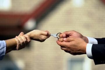 Quale casa viene assegnata all'ex moglie?