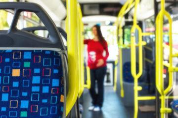 Minorenne non paga la multa autobus: cosa rischia?