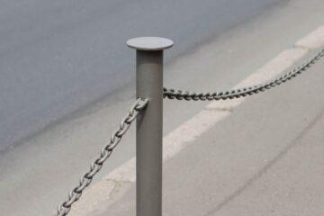 Garage condominiale: si può recintare con paletti e catena?