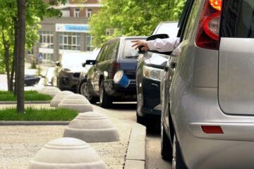A che distanza dal marciapiedi si può parcheggiare?