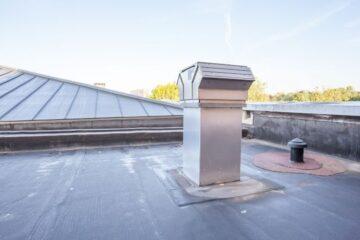 Infiltrazioni dal tetto in condominio: chi paga?
