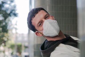 Perché chi ha fatto il vaccino deve portare la mascherina