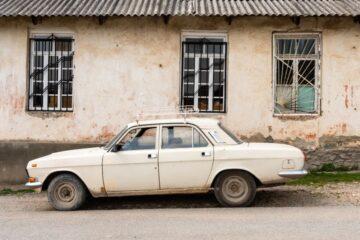 Auto rotta: c'è l'obbligo dell'assicurazione?