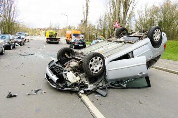 Fuga e omissione di soccorso dopo incidente: quando è reato?