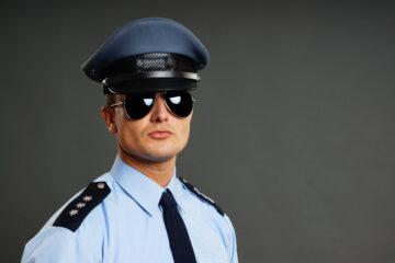 La polizia può fare irruzione in casa se c'è una festa?