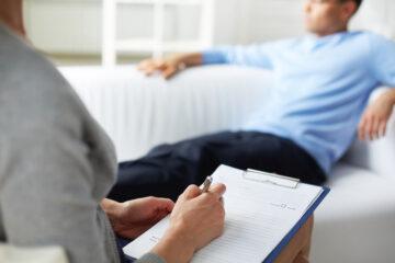 Lo psicologo che sa di un reato deve denunciare il paziente?