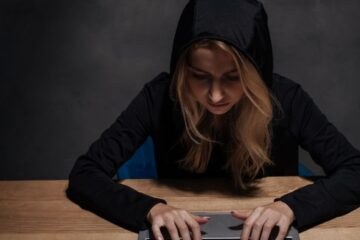 Ecco cosa si rischia a rubare un account o profilo