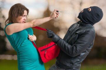 Spray urticante: è porto abusivo d'armi?