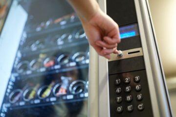 Distributore automatico non dà resto: cosa fare?