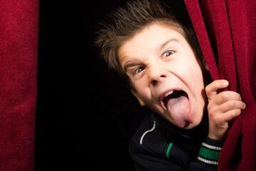 Cosa succede se un minorenne insulta un maggiorenne?