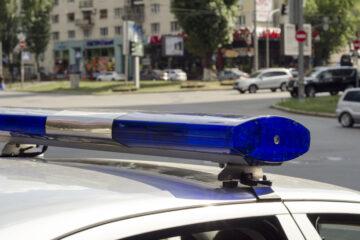 Si può fotografare l'auto della polizia che commette infrazione?