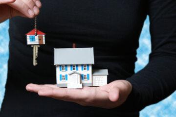 Inquilino lascia la casa ad altra persona: si può denunciare?