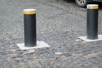 Dissuasori di parcheggio: ci vuole il permesso?